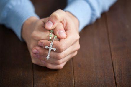 rezando_o_terco-248277
